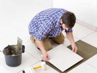 Как положить плитку на пол своими руками