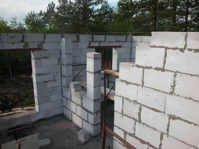 Монтаж стен дома из газобетона фото
