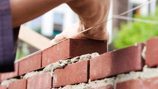Возведение стен из кирпича
