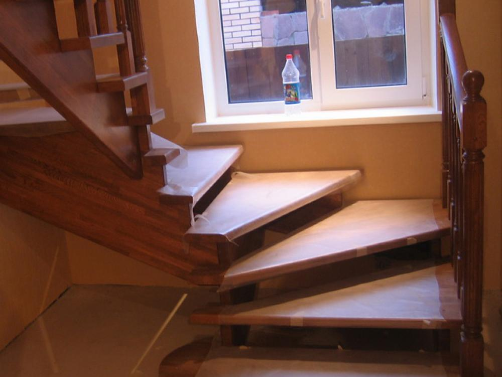 Проект лестницы на второй этаж с поворотом на 90 градусов